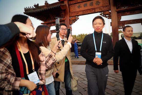 乌镇时间| 张朝阳参加互联网大会,称狐友将是独特兴趣领域的社交圈