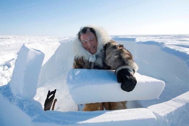直击世界上最便宜的房子,爱斯基摩人徒手建冰屋图片