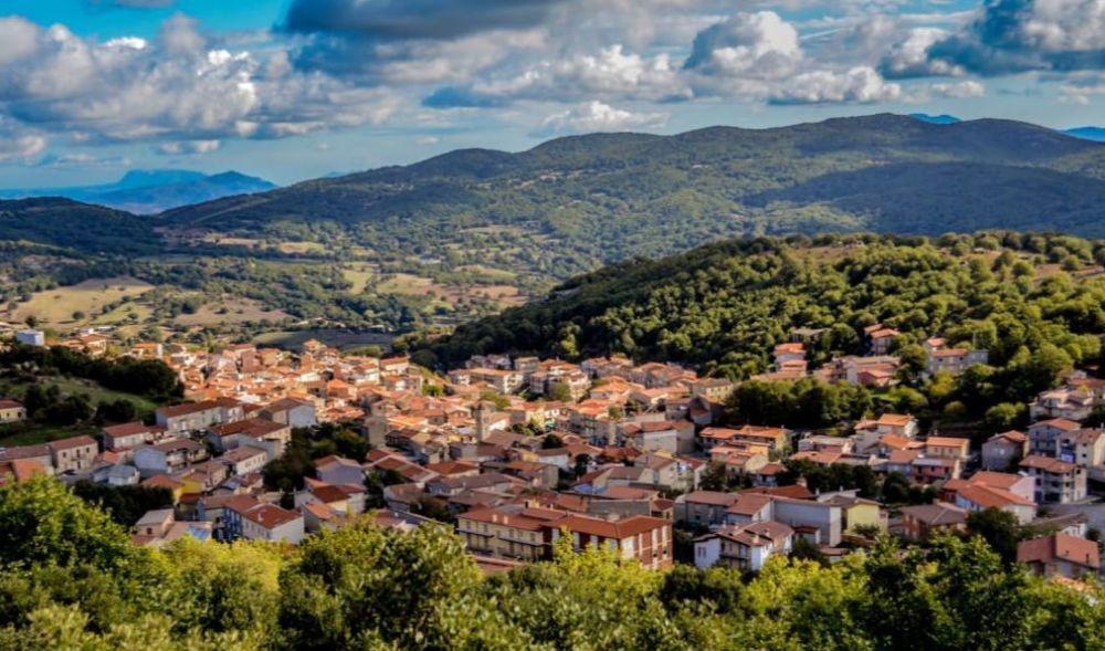 别墅最便宜的全球,意大利物业乡村只卖1元,但堵下别墅水井了管吗房子图片
