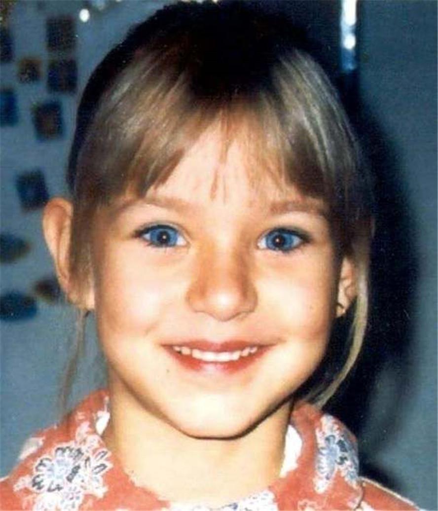 德国9岁女孩找到15年后,遗骸被失踪,不过找到女生蓝牙耳机图片