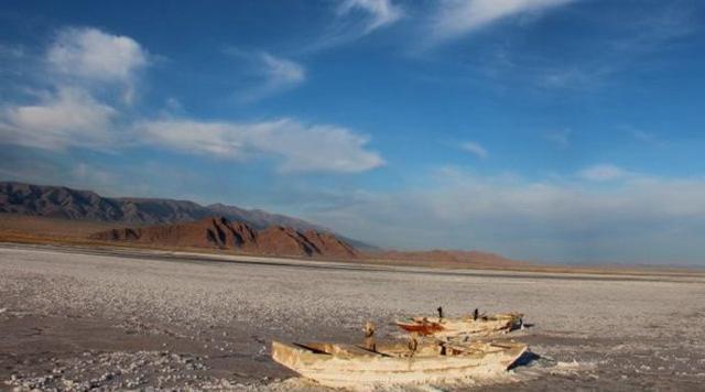 """新疆晨报讯(记者 马蓓)达坂城的盐湖景区一直被称为新疆的""""马尔代夫"""""""