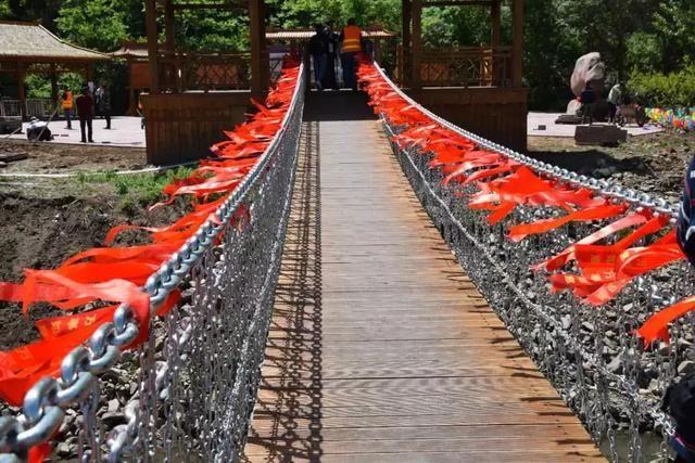 龙井裕龙湾风景区开业了!我州首座玻璃吊桥华丽亮相!