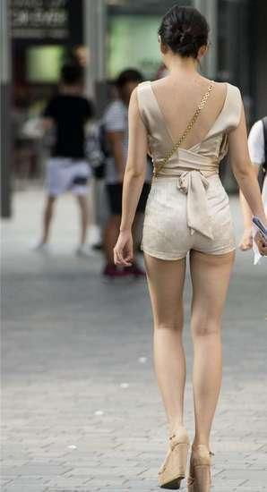 路人福利恋�_路人街拍,这样的筷子腿农村人都不一定见过!