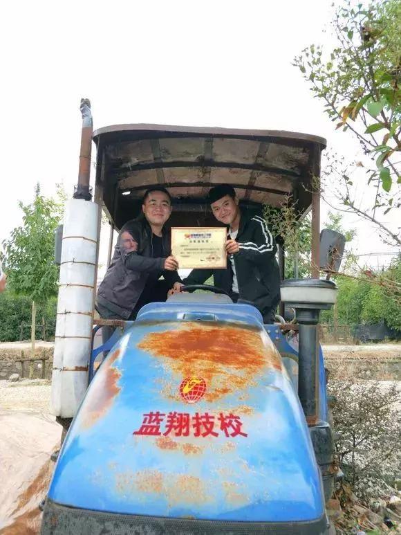 大神回复:拖拉机技术哪家强?中国山东找蓝翔!图片