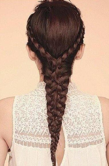 女生心形辫公主头发型 长头发的女生做编发,有彩带给头发做搭配,是不