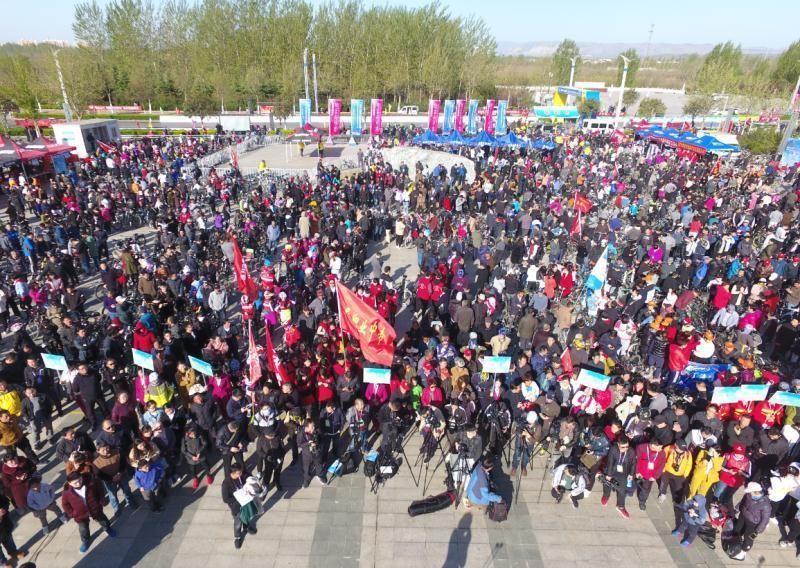 2018鹤壁环淇河自行车赛开赛 5470名选手淇河边对决