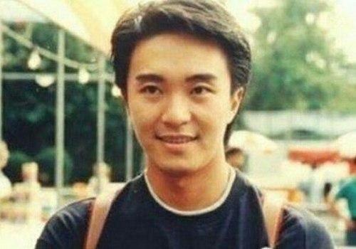 周星馳老了,周潤發老了,李修賢老了,而他62歲還帥的一圖片