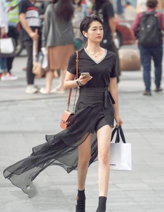 性感街拍:图2的小姐姐优雅迷人,最后一图的少妇你征服