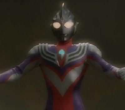 迪迦奥特曼黑暗形态通过吸收力量战士的攻击能量而进化的形态,体色由