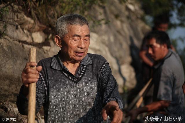 贵州八旬贴吧想喝年时老人里的水,用36山谷间超高中小河美女牛仔裤紧身图片