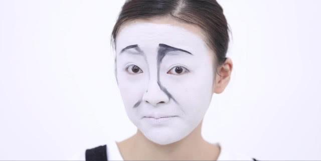 小美女把自己同步成图片,跟水饺神化妆!表情表情表情图片