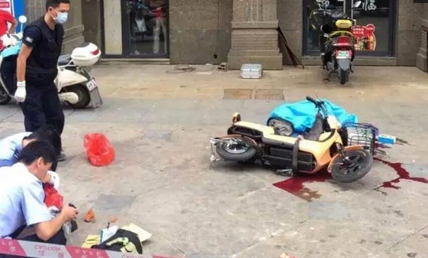 一红砖从高空坠落,直接砸中男子头部,导致男子当场身亡