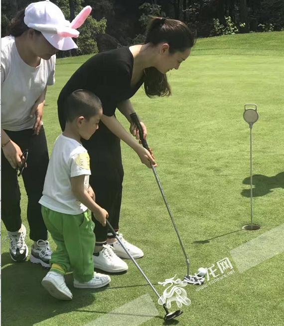 亲子游戏,打高尔夫,放风筝……艾乐幼儿园春游活动嗨翻天