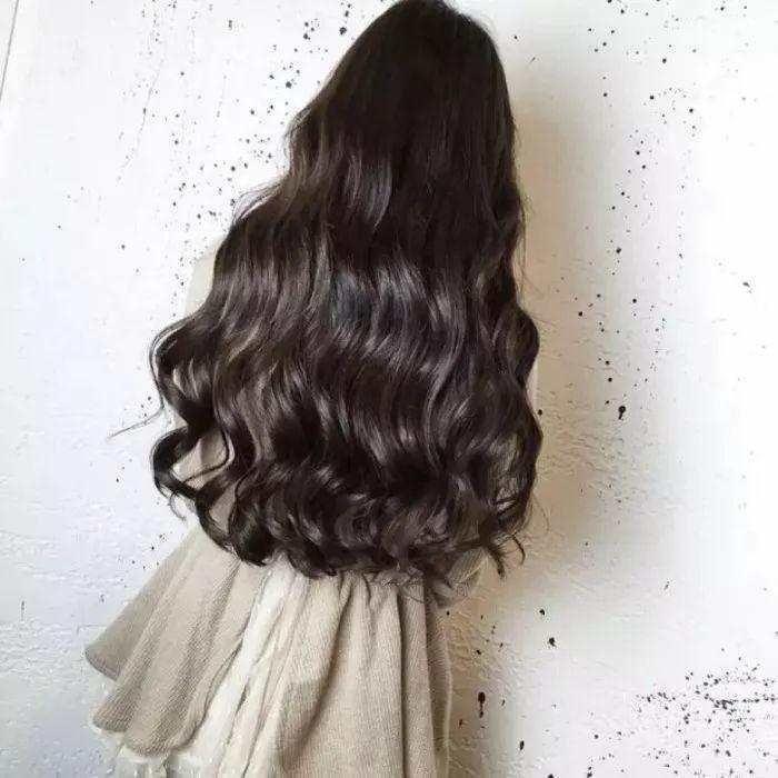 水波纹的卷度也分大小卷哒,长发的妹子推荐大卷,做出来的造型超显气质