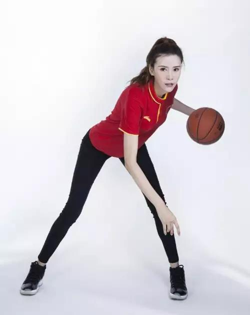 婚恋节目女嘉宺!깧`_中国女篮美女运动员身高1米95,上相亲节目吓退男嘉宾!