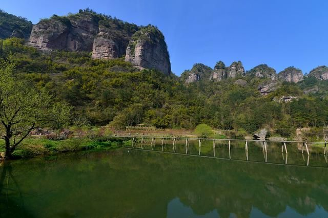 穿岩十九峰风景名胜区由穿岩十九峰,千丈坑,台头山,倒脱靴四个景区