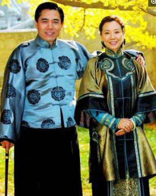 60岁陈宝国同岁妻子赵奎娥全家照,儿子超帅,一家三口都是演员