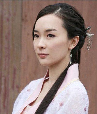 温碧霞的妲己形象俨然已经深入人心,霍思燕扮演的苏妲己有些温柔.