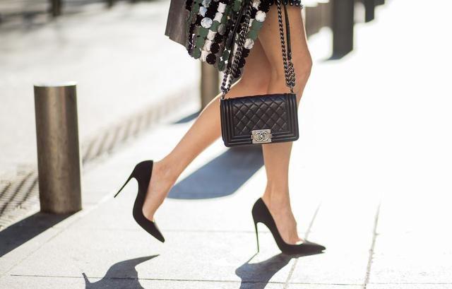 穿高跟鞋平均7分钟就会被男人搭讪?关于高跟鞋你不知道的小知识图片