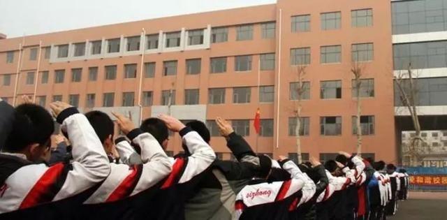 石家庄各高中重点往年录取分数线!图片高中生黑板报图片