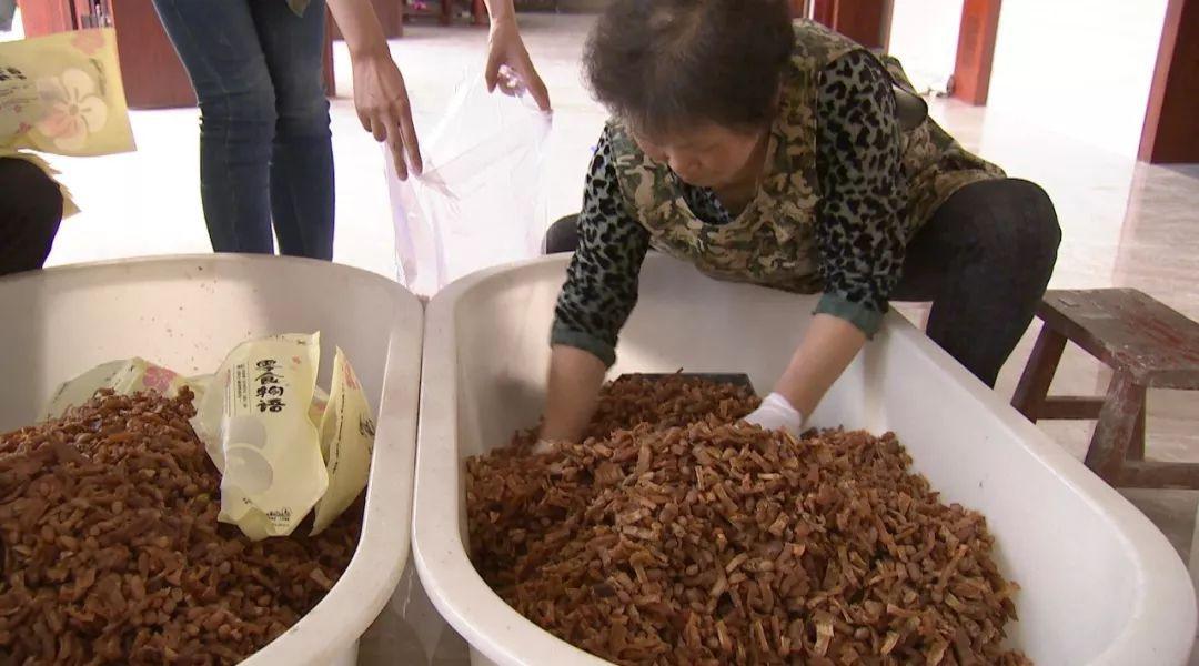 【卖春】浙江大姐靠致富笋做的小零食,一个月完美山谷雪蹦国际任务攻略图片