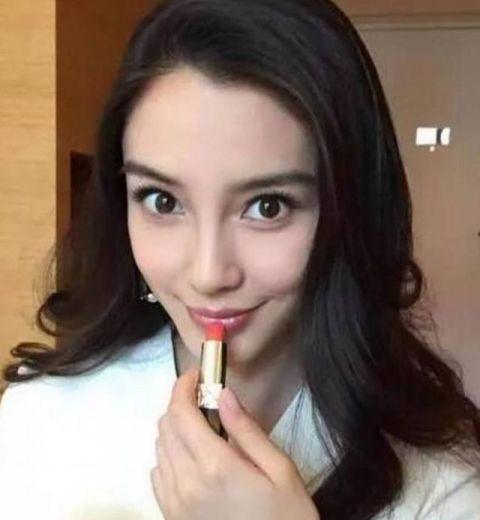 娱乐圈涂口红最美的女星,关晓彤可爱,杨颖俏皮,她美的