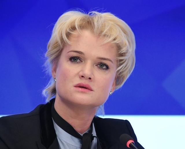 霍尔金娜与普京_霍尔金娜作为统一俄罗斯党的骨干和普京政策的拥护者,2007年当选为
