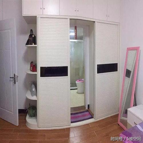 女同学家的厕所设计在衣柜里,方便时我尴尬了图片