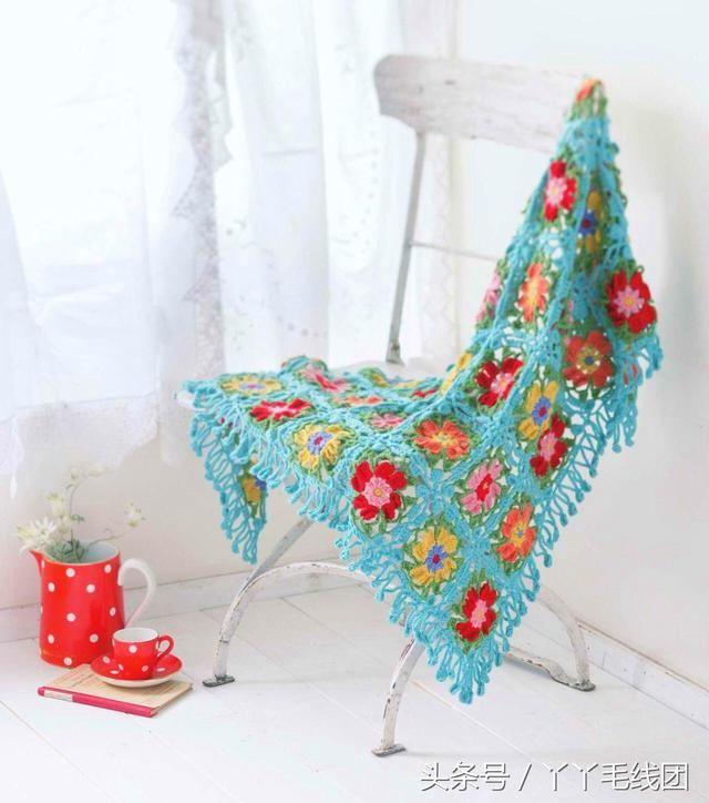 三角围巾的钩法编织步骤和图解,花朵拼接起来,完美展示