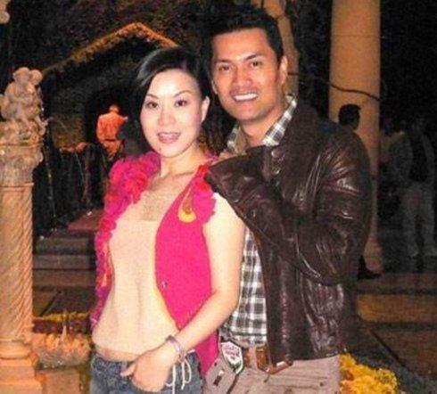 2014年底,黎诺懿迎娶落选港姐李洁莹为妻,李洁莹不仅外形出众,毕业于