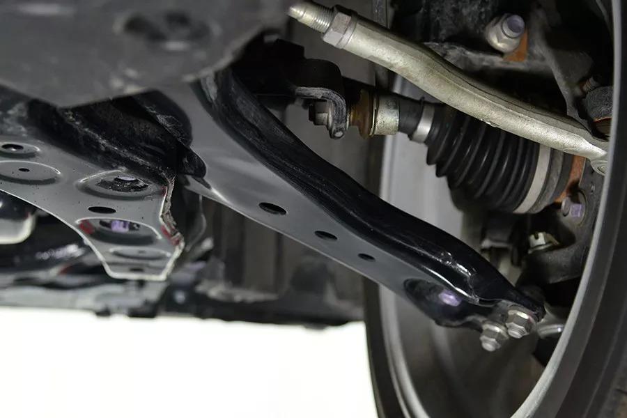 丰田凯美瑞底盘重要螺栓生锈
