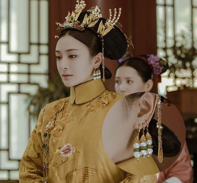 《延禧攻略》视频剧照:富察皇后一耳三钳花丝镶嵌耳坠图片