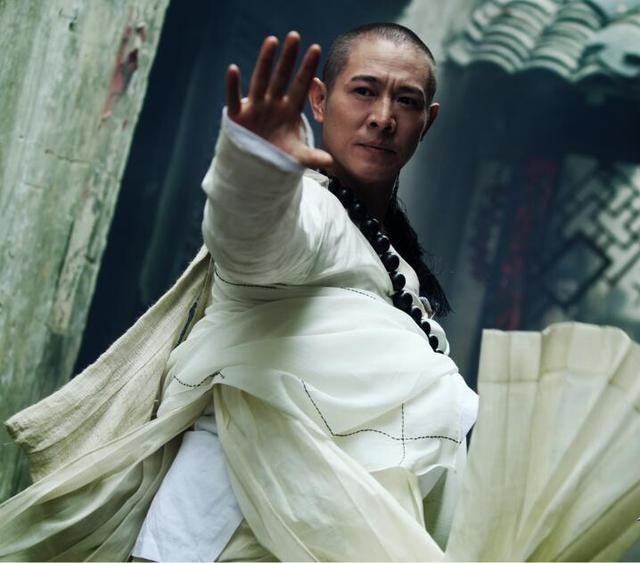 李连杰,赵文卓,甄子丹三版法海与蛇缠斗,谁更经典?