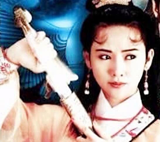 港版电视剧《仙鹤神针》中的这位女主演也很美丽,有种少女般的灵动之