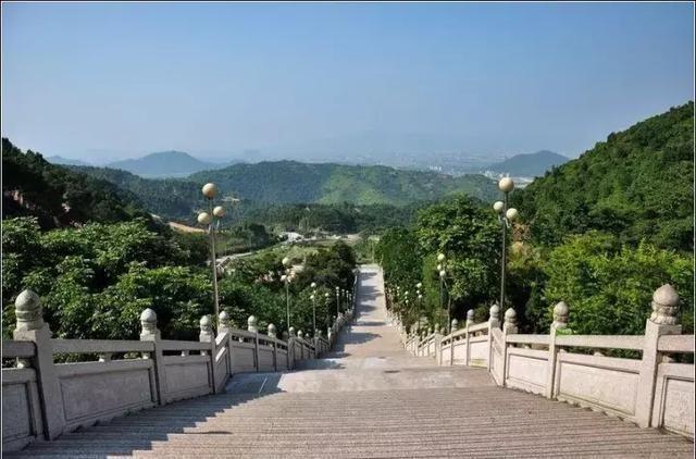 昆明市三丘田风景图