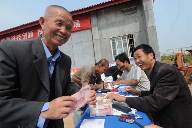 农村老人悼�z#���_今年开始,农村老人只要符合国家规定,每月可领最多四项补贴!