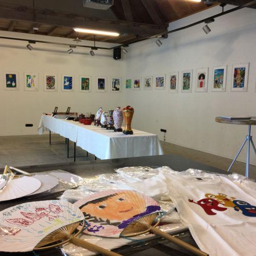 """红黄蓝""""寻找小梵高""""国际儿童画展在荷兰梵高之家举办"""