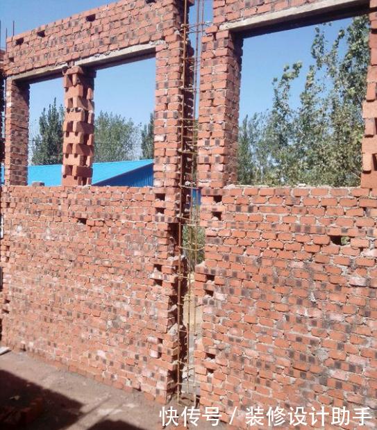 墙筋和柱子连着的,砖混结构是先砌砖再做柱子,框架结构是先做柱子后