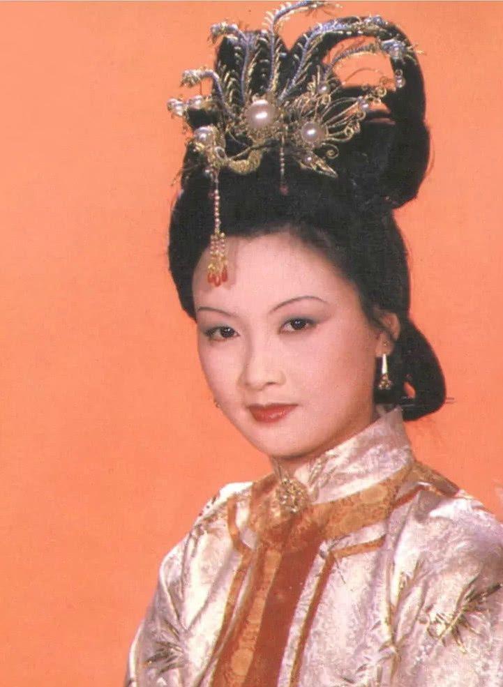 当年支持邓婕扮演87版王熙凤的只有两个人
