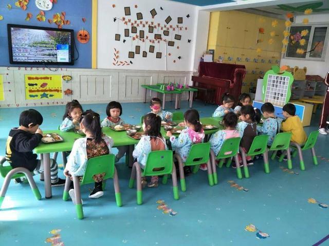 北大新世纪crest幼儿园阜新旗舰园 午餐时光 三,幼儿园是孩子的第一