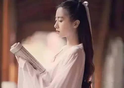 清朝一俏寡妇出了个上联: