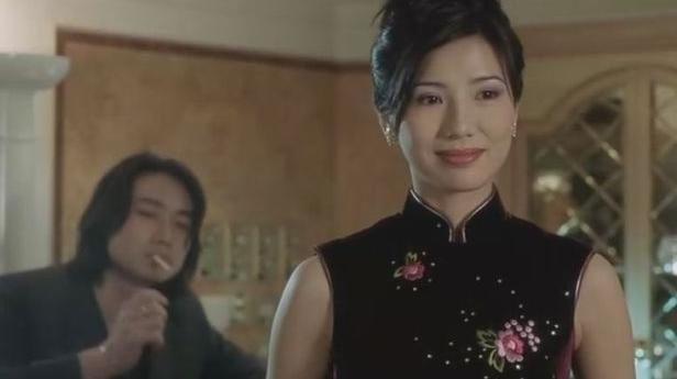 1999年和刘德华合作《龙在边缘》,在影片里饰演刘德华的老婆,片中