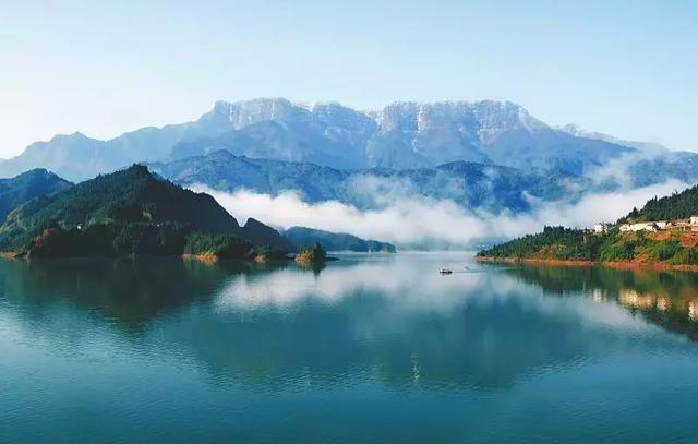 ①成都→眉山→洪雅→柳江古镇→瓦屋山,全程约238公里 ②成都→雅安