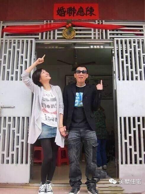 可以看的出來,陳小春老家別墅是比較現代化的,大落地窗的設計到現在