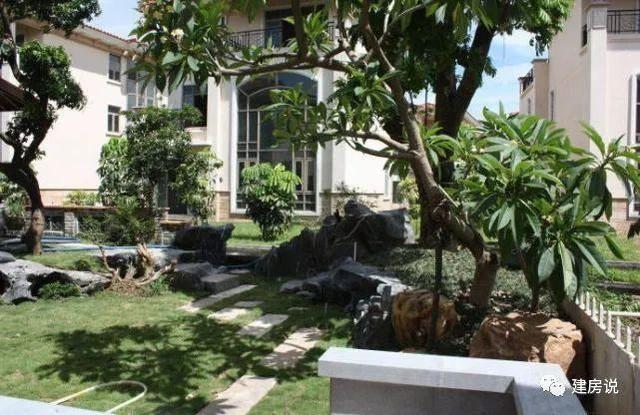 价格也非常高昂,大家觉得欧式别墅用什么风格的庭院会更好呢?