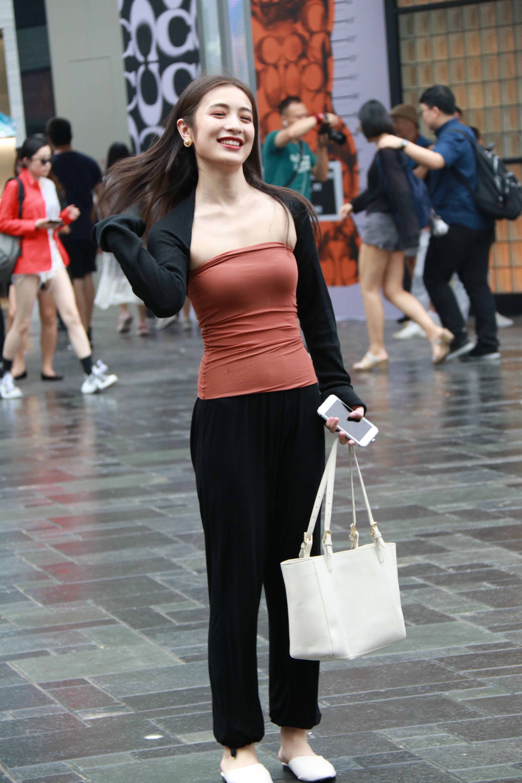 街拍北京,街头好看的美女穿搭美女多种多样,你风格涂油身上图片