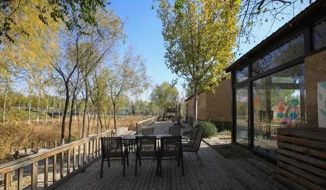 香坊,位于滨州经济技术开发区杜店街道香坊王村,毗邻秦皇河湿地公园