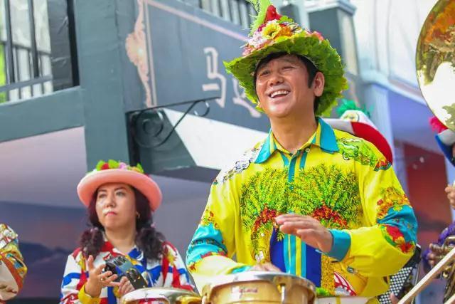 哈尔滨中央大街代言人甲继海和他的中央大街老街乐队为广州市民带来
