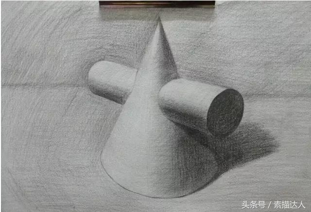 圆锥的底面不可有角,打型时可以先这么画
