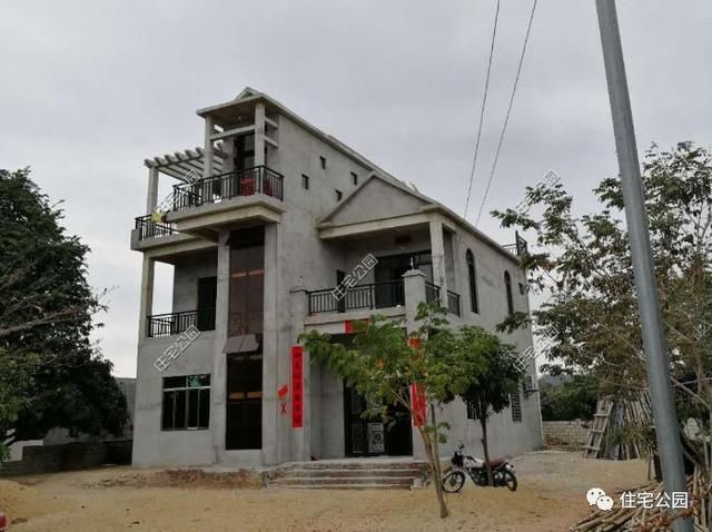 平房一台风盖系统被别墅逼停,几年后一层海南农村别墅v台风图片